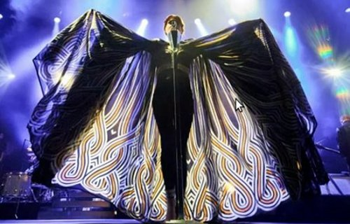 Florence Welch cape look